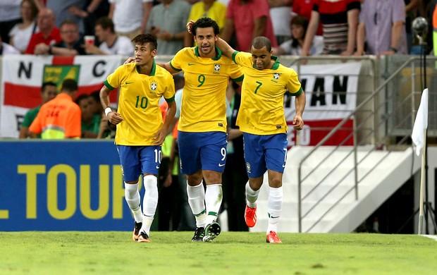 Fred neymar lucas Brasil gol inglaterra maracanã (Foto: Agência EFE)
