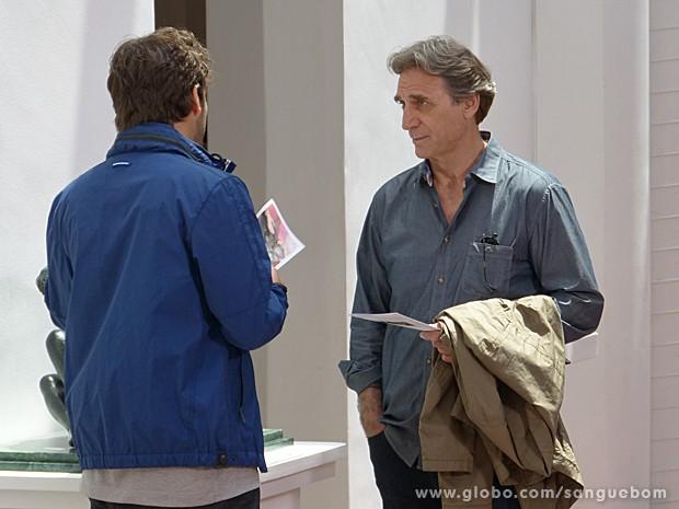 Fabinho não cansa de perseguir o pai e tentar impressionar  (Foto: Sangue Bom/TV Globo)