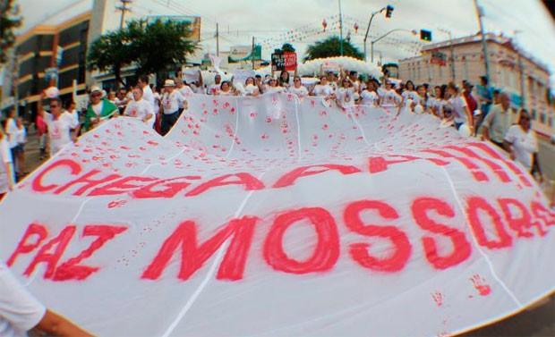 Mossoroenses vestiram branco para protestar contra a violência (Foto: Marcelino Neto)