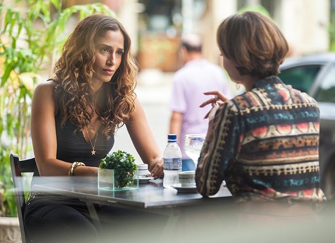 Regina fica chocada com revelação de Alice (Foto: Fabiano Battaglin/Gshow)