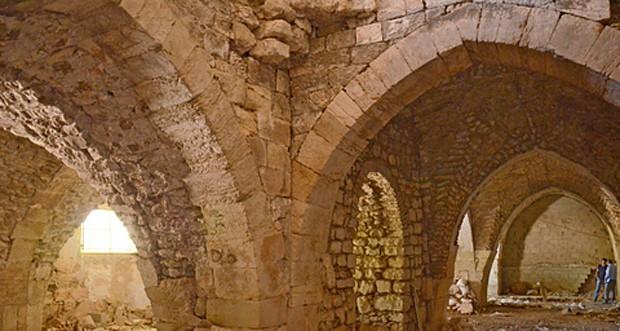 Galeria de arcos com até 6 metros de altura faziam parte da arquitetura do hospital (Foto: Yoli Shwartz, courtesy of the Israel Antiquities Authority)