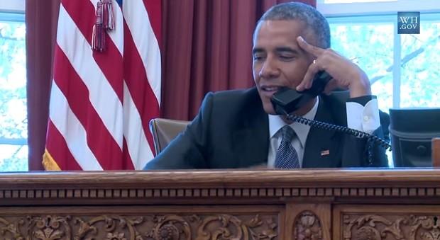 Obama faz surpresa e liga para três americanas para desejar 'Feliz Dia das Mães'