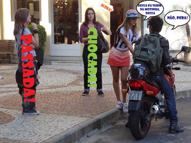 KKKKKKKKKKK Fatinha cai em cima de Vitinho mesmo! Pode isso, glr? (Foto: Malhação / Tv Globo)