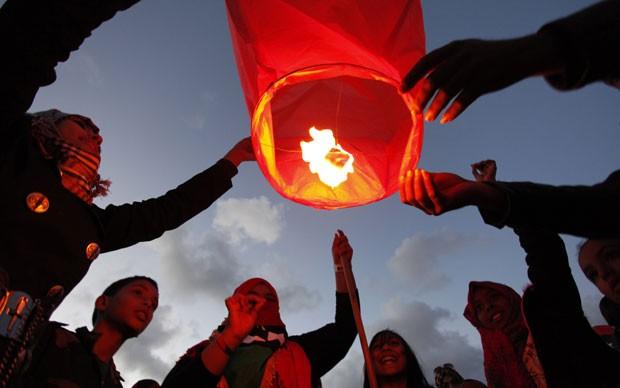 Os balões foram soltos em Benghazi, na Líbia (Foto: Mohammad Hannon/AP)