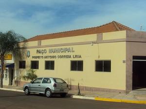 Prefeito de Pracinha é acusado de contratar advogados sem licitação (Foto: Reprodução/Prefeitura de Pracinha)
