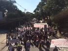 Estudantes e funcionários de universidades protestam em SP