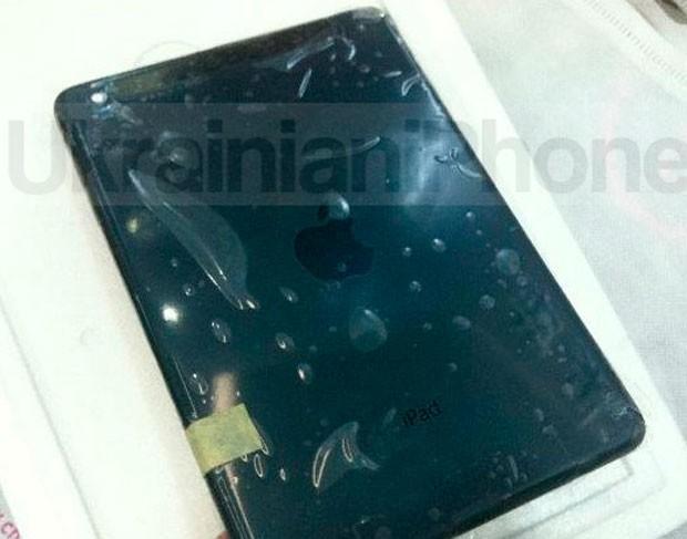 Site da Ucrânia 'UkranianiPhone' publicou imagem da parte traseira do suposto iPad Mini na cor preta (Foto: Reprodução)