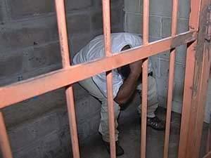 Estelionário foi preso em Uberaba (Foto: Reprodução/TV Integração)