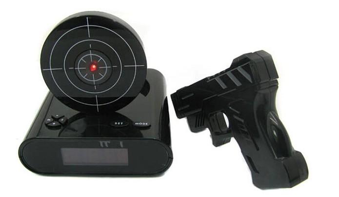 Alarme só para de tocar depois de praticar tiro ao alvo (Foto: Divulgação)