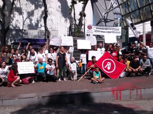 Grupos pedem, entre outras coisas, o fim da violência e são contra a redução da maioridade penal. (Foto: Cristina Requena/ G1)