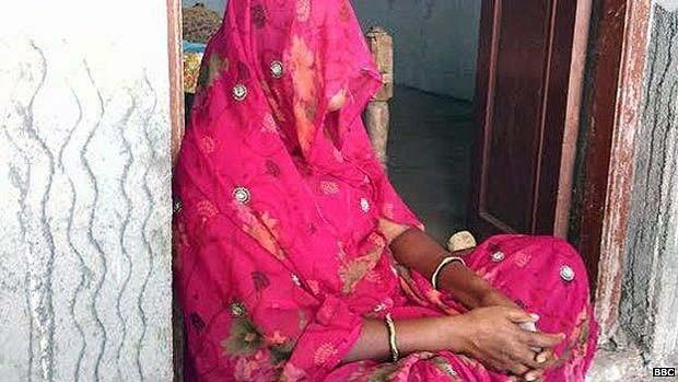 A mãe da vítima quer que a filha passe pelo ritual de purificação para reabilitar a família toda  (Foto: BBC)