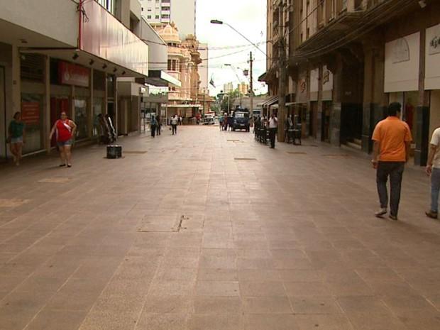 Área na região central de Ribeirão Preto está em obras desde abril de 2012 (Foto: Maurício Glauco/EPTV)