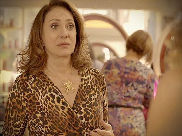 Muricy implora para Tessália não contar nada para Adauto (Foto: Avenida Brasil / TV Globo)