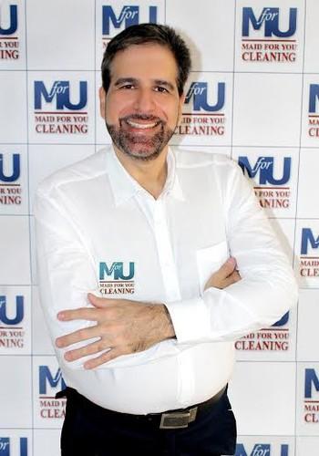 O brasileiro Alessandro Daher é o criador da Maid for You, empresa especializada em limpeza (Foto: Divulgação)