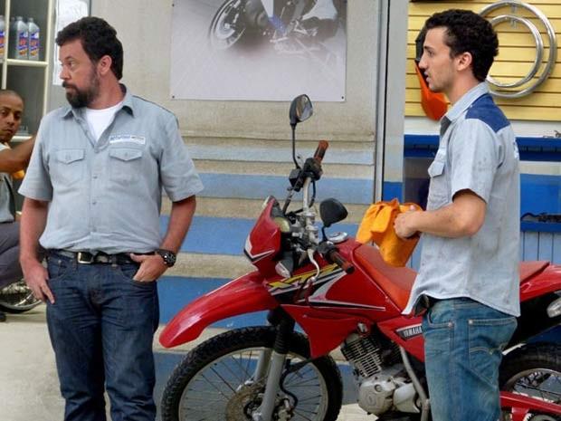 """Os """"encantos"""" do bad boy não funcionam com a Lia  (Foto: Malhação / TV Globo)"""