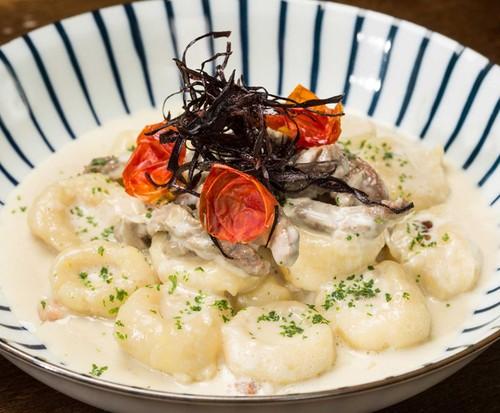 Nhoque de Batata com Molho de Gorgonzola, Filezinho e Bacon