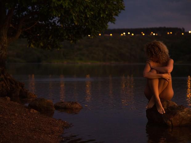 Foto do projeto Nu Mondo, que faz ensaios com mulheres nuas em meio à natureza (Foto: Leonardo Maceira/Divulgação)