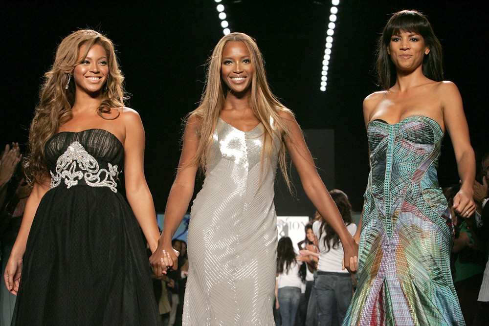 Beyonce, Naomi Campbell e Veronica Webb em desfile beneficente (Foto: Getty Images)