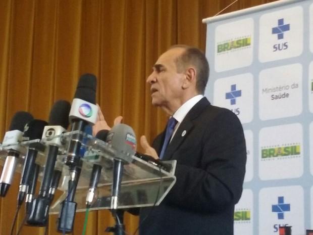 O ministro Marcelo Castro durante entrevista na sede da Organização Panamericana de Saúde em Brasília (Foto: Filipe Matoso / G1)
