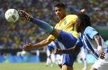 Douglas Santos briga pelo ouro que  escapou de Mazinho, Zé Marco e Hulk (Reuters)