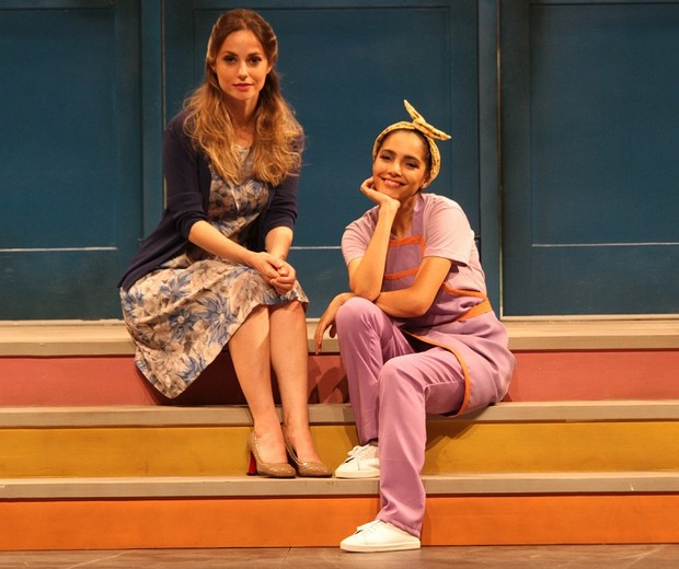 Rosana Mullholland é a professora Helena e Márcia de Oliveira é Graça, a faxineira (Foto: Divulgação/ Giovana Cirne)