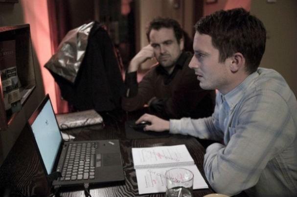 Elijah faz um fã que tem um site só com fotos de Jill, personagem de Sasha Grey (Foto: divulgação)