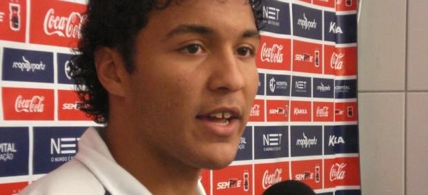 Alex Bruno, zagueiro do paraná Clube (Foto: Fernando Freire/GLOBOESPORTE.COM)