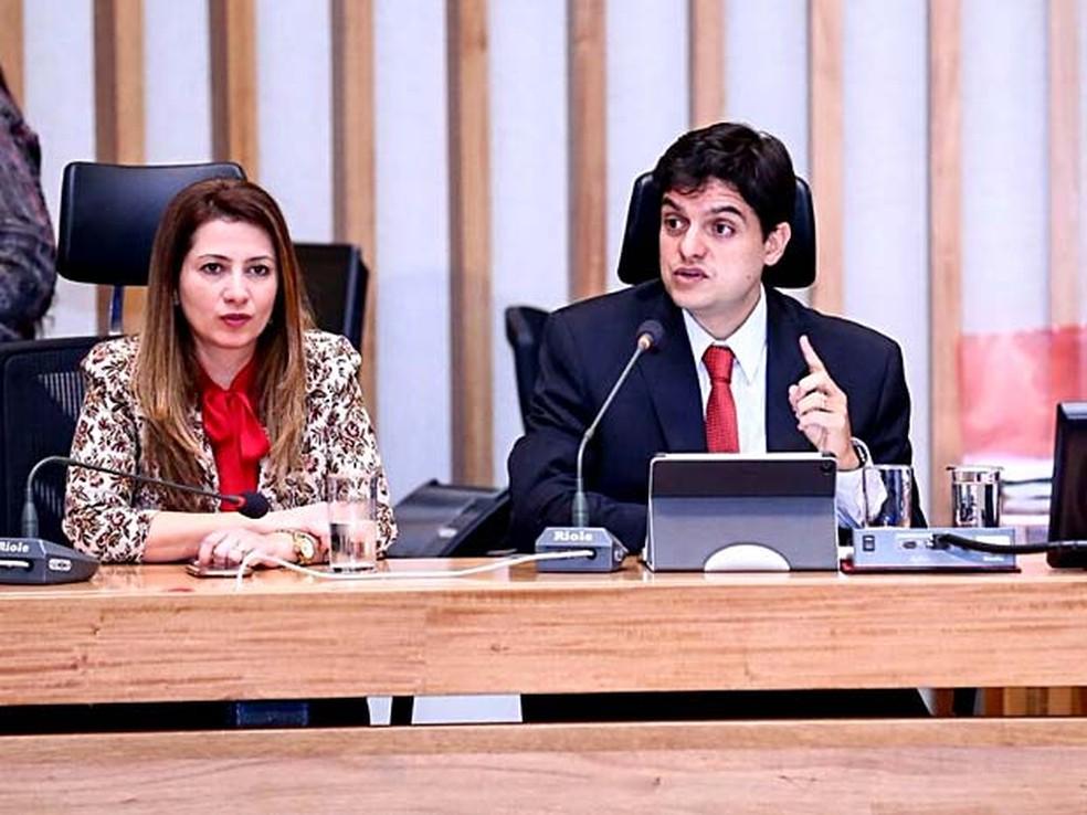 O deputado Rodrigo Delmasso, ao lado de Sandra Faraj; ambos são da bancada evangélica e da base do governo (Foto: Rogério Lopes/Assessoria Rodrigo Delmasso)