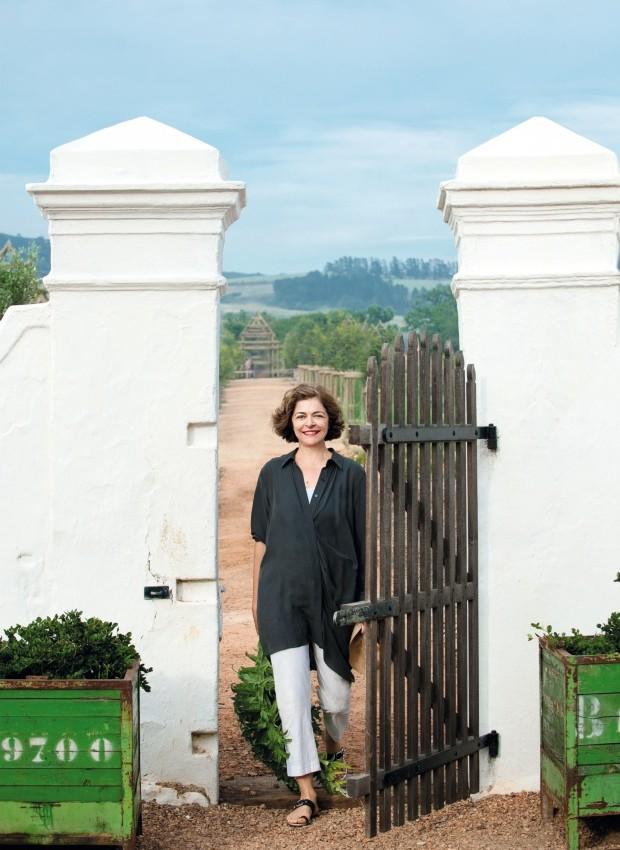Dedicação. A proprietária Karen Roos devolveu à casa sua integridade característica, respeitando o clima e os arredores (Foto: Greg Cox / Bureaux)