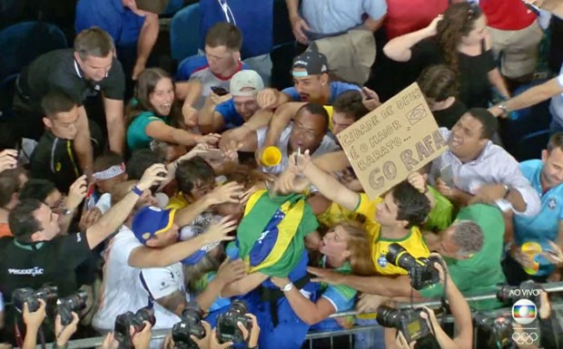 Cartaz incentiva a atleta Rafaela Silva, que faturou o ouro no judô. (Foto: Reprodução/TV Globo )