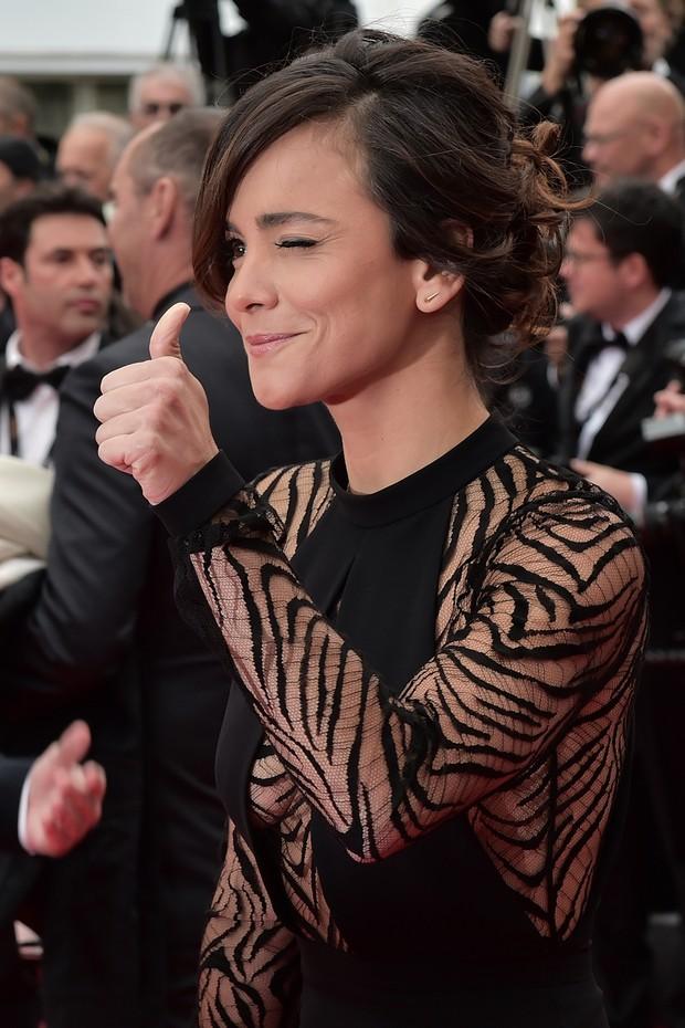Alice Braga na première de El Ardor, no Festival de Cannes (Foto: AFP)
