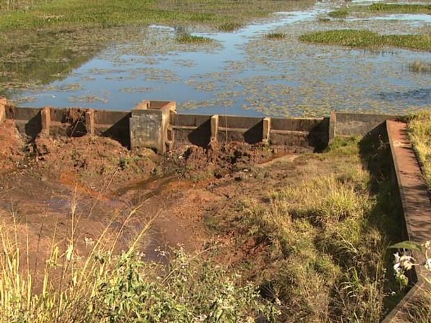 Uma das represa que abastecem Batatais está com volume abaixo da metade do normal, diz diretor de Planejamento  (Foto: Ronaldo Oliveira/ EPTV)