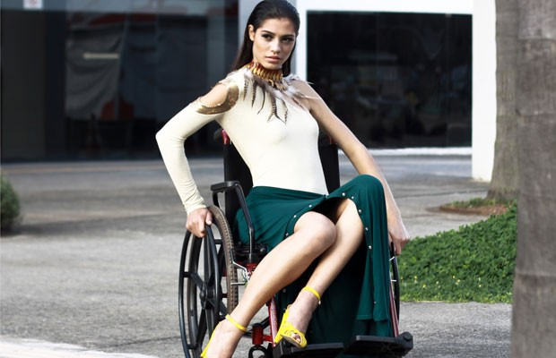 Blusa fácil de vestir, com ombro que valoriza a parte superior, e calça-saia fácil de vestir, em modelo criado por Julia e Inaye para concurso (Foto: Divulgação)