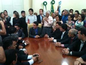 Presidente da Câmara assumiu a prefeitura nesta sexta (4) (Foto: Carlos Adams/G1)