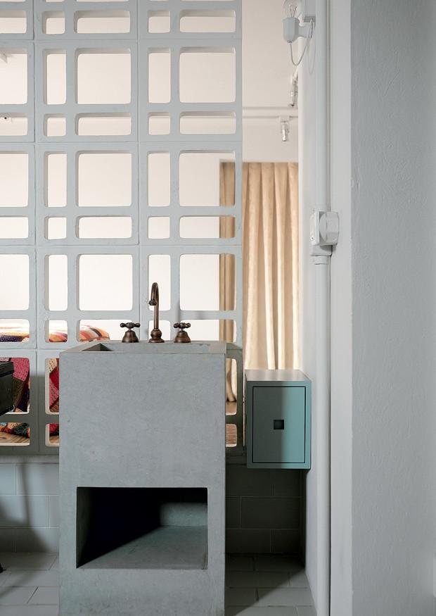apartamento-decoracao-estudio-vitor-penha-estilo-industrial-concreto-aparente-lavatorio (Foto: Edu Castello/Editora Globo)