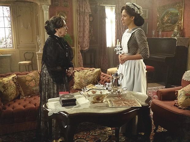 Madame Besançon tem uma reação inesperada ao descobrir gravidez de Isabel (Foto: Lado a Lado / TV Globo)