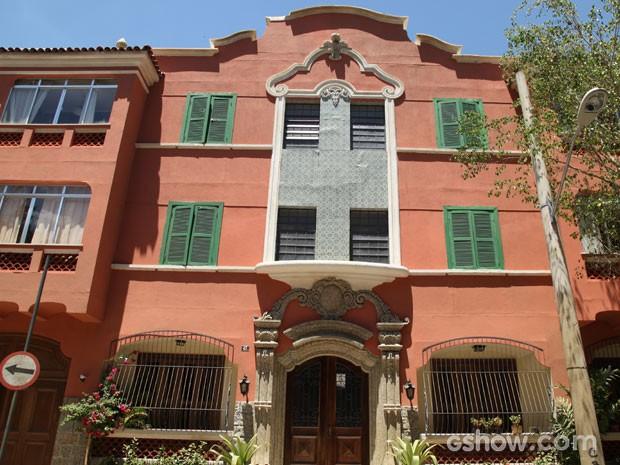 A fachada do prédio de Helena mantém o estilo clássico dos prédios do bairro (Foto: Carol Caminha/TV Globo)