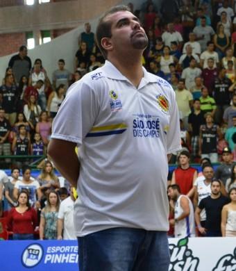 Cristiano Ahmed técnico São José Basquete (Foto: Felipe Kyoshy/GloboEsporte.com)