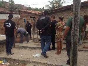 Vítima foi esfaqueada por ex-companheiro da amiga e não resistiu (Foto: Walter Paparazzo/G1)