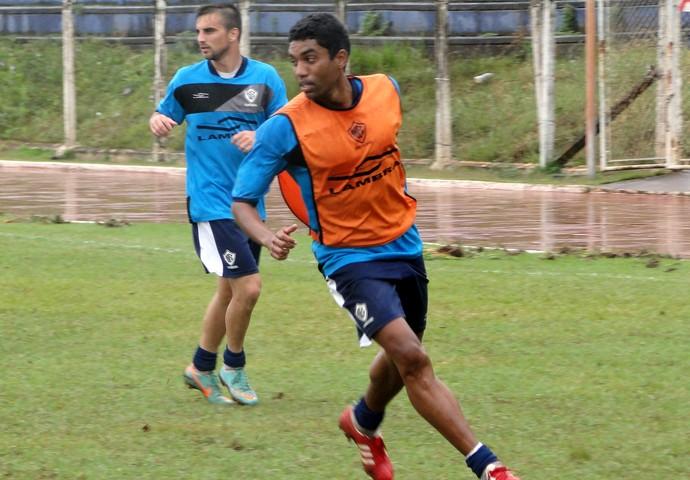Bruno Neves meia Rio Branco (Foto: Nacim Elias / Divulgação Rio Branco)