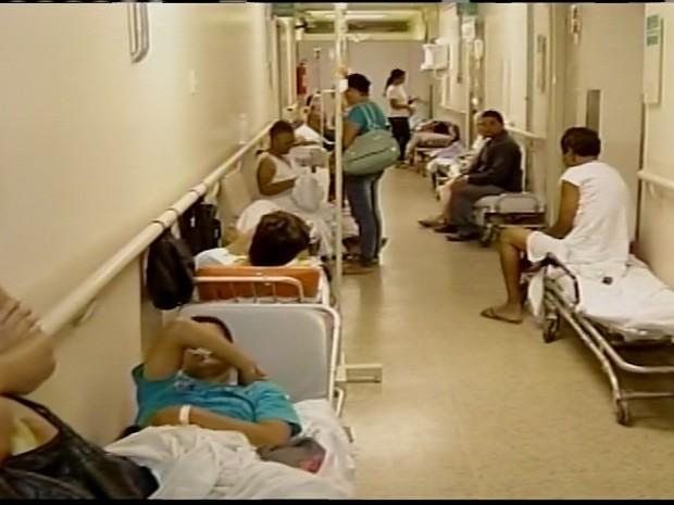 Hospital sofre com a superlotação. (Foto: Reprodução/ Inter TV)