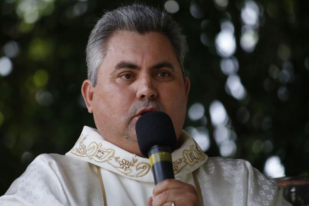 Padre Umberto convida fiéis para participação nas festividades (Foto: Pascom/Santuário de Santo Expedito/Divulgação)