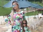 Leticia Santiago posa com vestido igual ao da filha