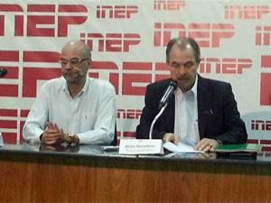 Luiz Claudio Costa, do Inep, e o ministro Aloizio Mercadante (Foto: Alexandro Martello/G1)