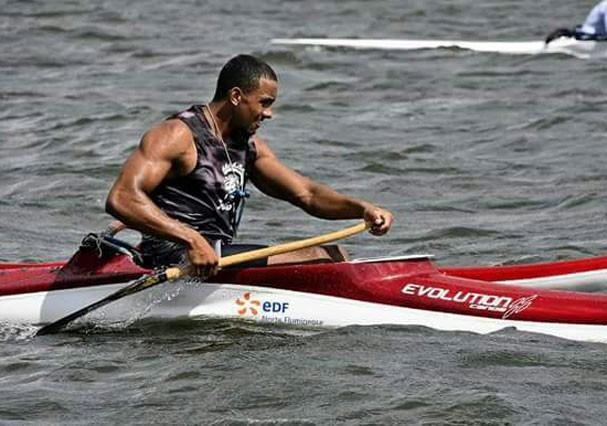 Robert Almeida faz canoagem oceânica e havaiana (Foto: Arquivo pessoal)