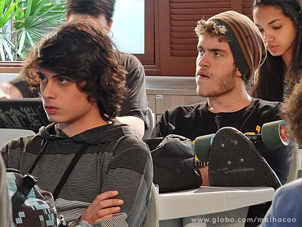 Sidney e Júnior se desentendem (Foto: Malhação / TV Globo)