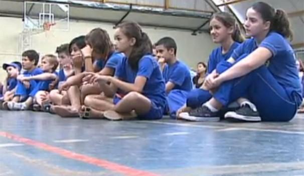 Índios Guaranis ensinam diferenças culturais para alunos de Marechal Rondon (Foto: Reprodução/RPC TV)