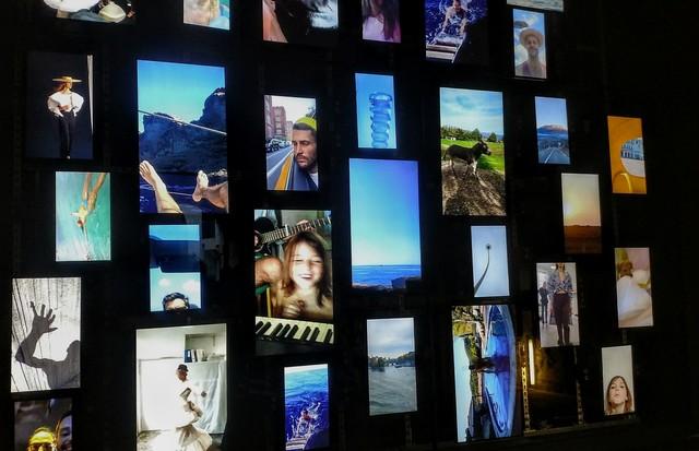 No MuCEM, segunda instalação com grid visual do processo criativo e as inspirações de Simon Porte (Foto: Guga Santos)