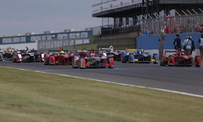 Carros da Fórmula E em teste em Donington Park (Foto: Divulgação)