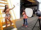 No Paparazzo, Priscila Pires se inspira em Kim Kardashian: 'Me sentindo rica'